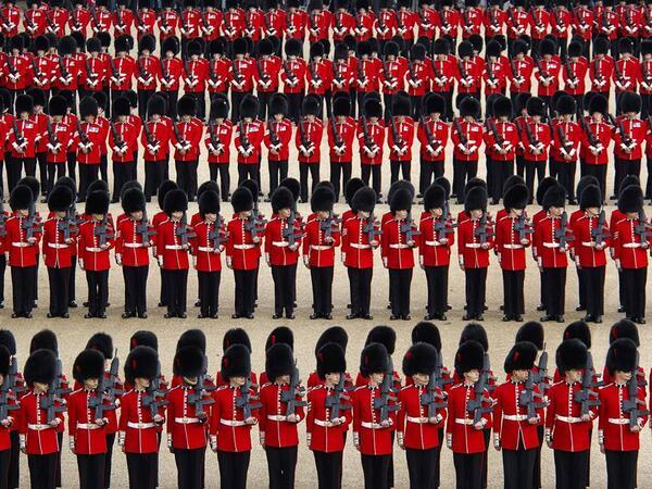 Trooping the Colour 2013. - Página 2 BMzpEBgCUAAjMFZ