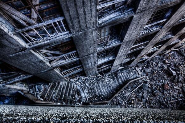 【軍艦島】 ついに軍艦島のストリートビューが公開されました! 通常は立入が禁止されているエリアも撮影しており、 廃墟の中までご覧になれます☆ ぜひお試しください!すごい迫力デス。