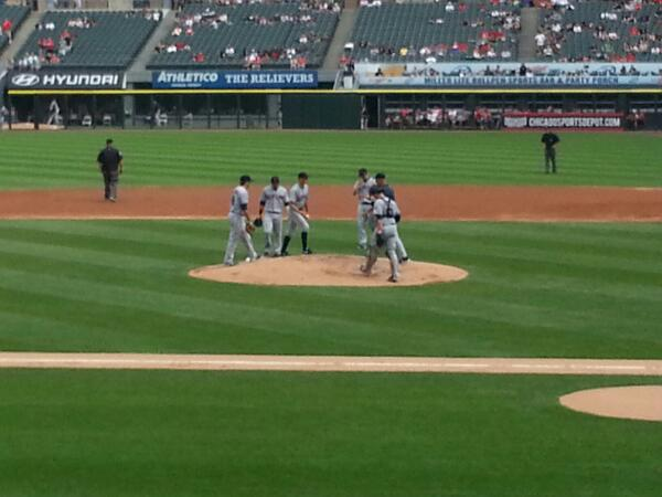 Annd he's gooone hit the showers Bauers!!  mid ball handoff too Lmao #chisoxbaseball http://t.co/8AKkg1IUvo
