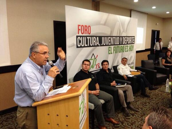 En el foro Cultura, Juventud y Deporte. #ElFuturoEsHoy http://t.co/gqYKmYIW1U