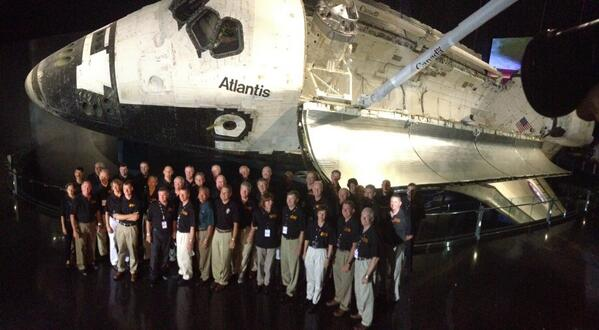 Astronauts representing every #ShuttleAtlantis mission in front of the orbiter itself. Once in a lifetime photo! pic.twitter.com/HSLmyIwZfw