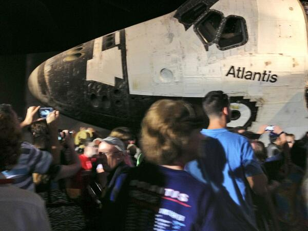1st group of our guests encountering #ShuttleAtlantis pic.twitter.com/87zVanxS7G