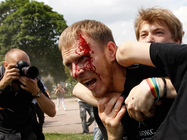 This is how Gay Pride looked TODAY in St. Petersburg, Russia. Unspeakable violence. All Pride marchers got arrested pic.twitter.com/daLArYFoJh