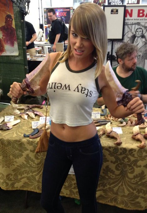 Loading up on my dragon teeth knives for some zombie slaying @WizardWorld NYC! http://t.co/rpmh1Na6v