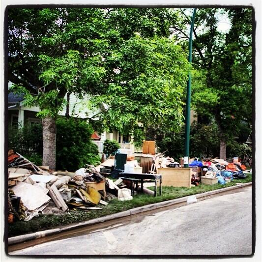 Flood cleanup! I'd rather help the needy than help myself this weekend. #yyc #floodrelief pic.twitter.com/yY4Xk6kqZK