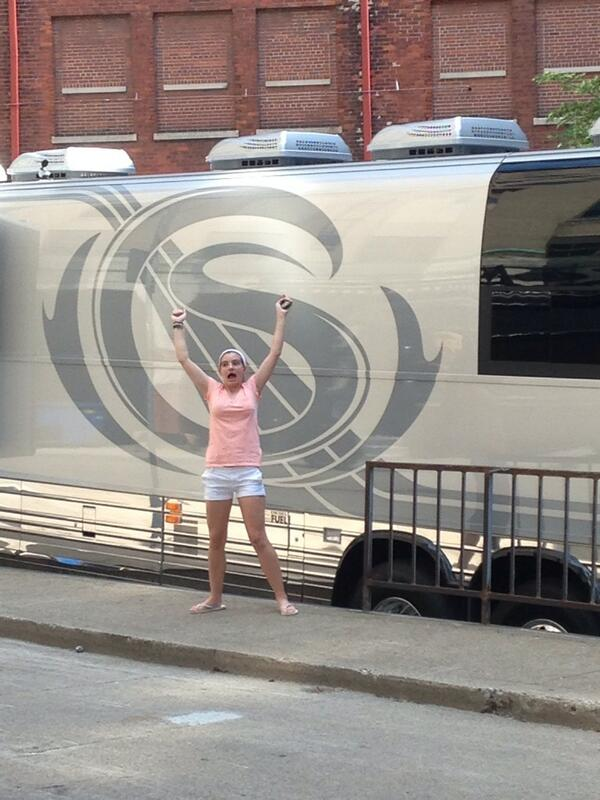 #4 Ellen with the tour bus HAH pic.twitter.com/jncQFL0uvK