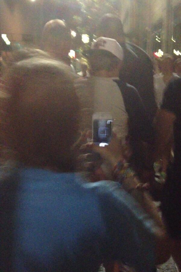 LOOK AT HOW CLOSE I WAS TO NIALL IM SCREAMING SO LOUD @NiallOfficial I LOVE YOU BBY pic.twitter.com/QcT2zbAxy9