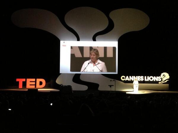 TED Talk with Laura Desmond @Global_SMG at #canneslions! pic.twitter.com/Q7Fys9vRay
