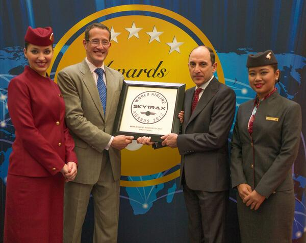 "#QatarAirways CEO receives the Skytrax 2013 ""Best Business Class In The World"" award from @richardquest. #PAS13 pic.twitter.com/GyKp4tiqBD"
