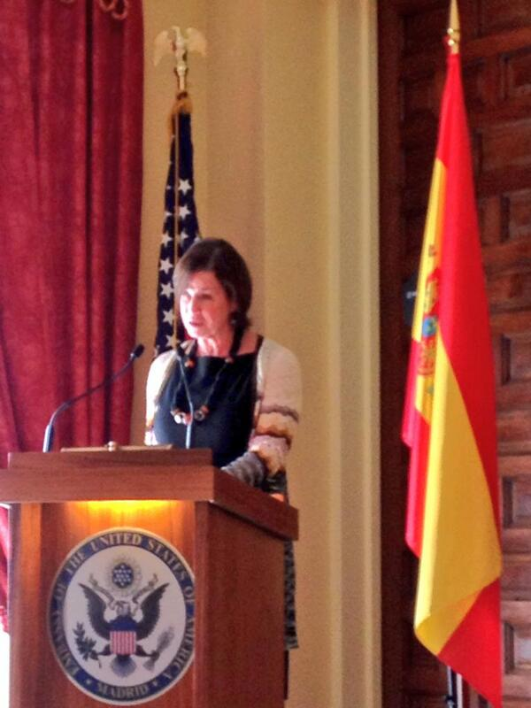 "@USembassyMadrid Susan L Solomont opens ""#women entrepreneurs:challenges and opportunities"" event .@NBIberoamerica pic.twitter.com/X1TMl6zSby"