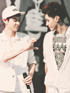 krisyeol moment #2 http://t.co/3yuyYeGcIq