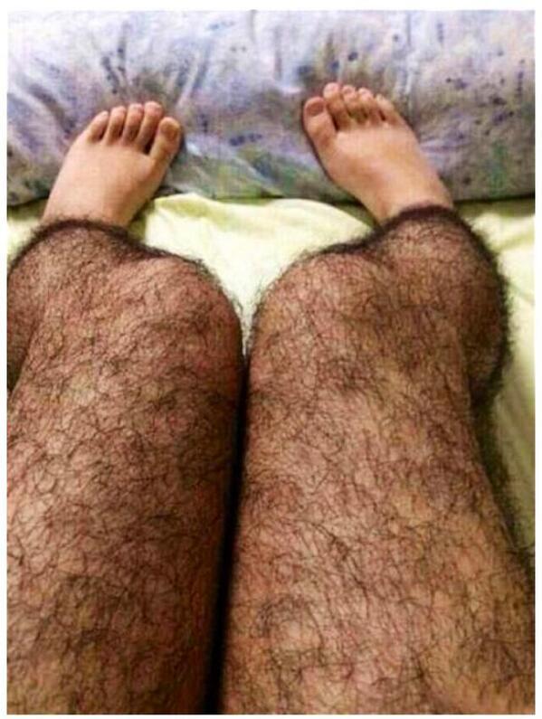 En Chine, pour lutter contre certains 'pervers', les filles peuvent acheter des leggings imitant des jambes poilues. http://t.co/tDObbXnv0r