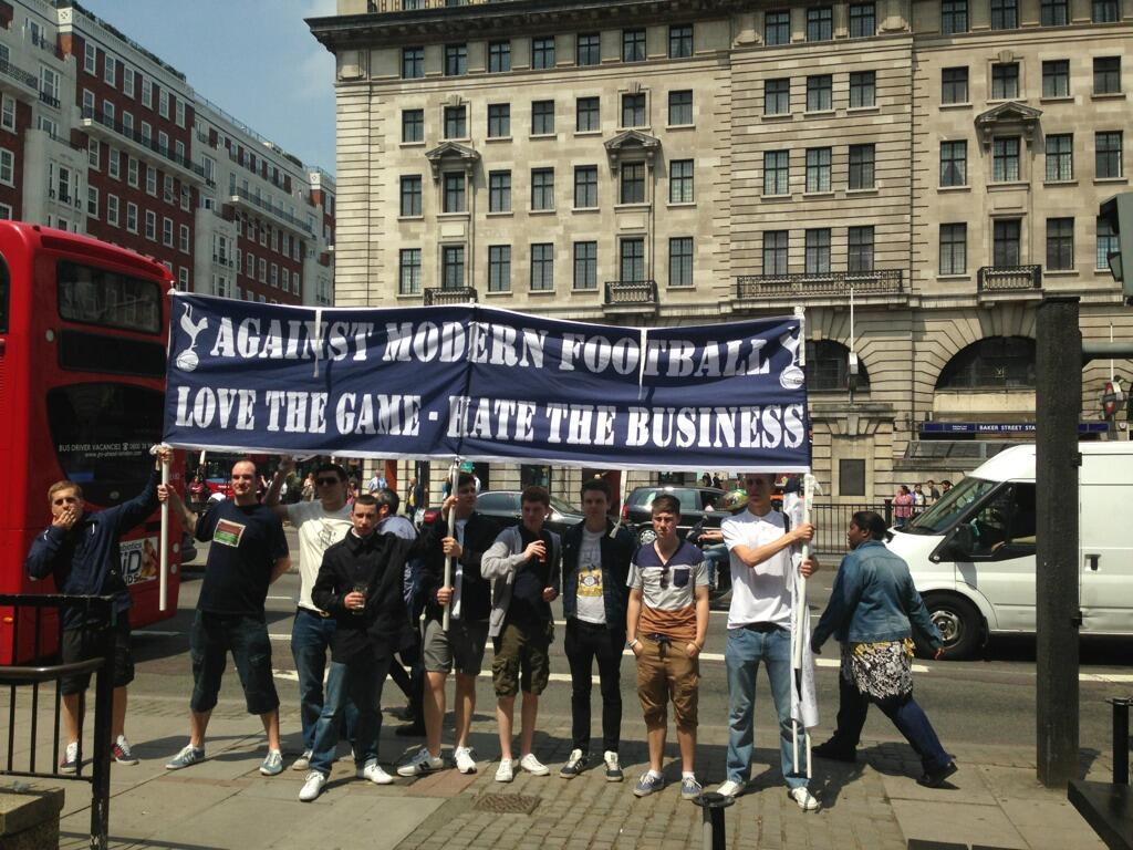 Man United, Arsenal, Spurs & Liverpool fans unite to protest for fans rights in football