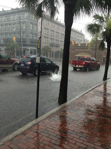 Market and East Bay flooded with a geyser of water shooting up from manhole cover. #chswx pic.twitter.com/RnKEmPLEtb