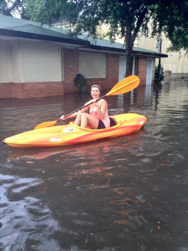Flooding on my street! #downtown #charleston #bucketlist #happy pic.twitter.com/kjE0mVqP1d