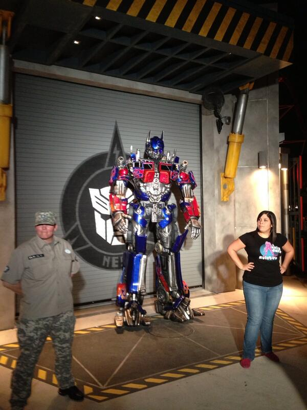 Optimus Prime showed up to thank us for saving the day. pic.twitter.com/nTffR5wzaL