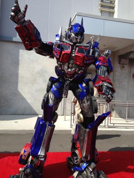 Optimus Prime struck a pose for Florida Today pic.twitter.com/EXQEE63Z1Y