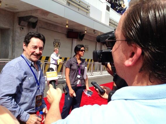 Me interviewing Peter Cullen, the voice of Optimus Prime. Roll out!! pic.twitter.com/sjISwi08f7