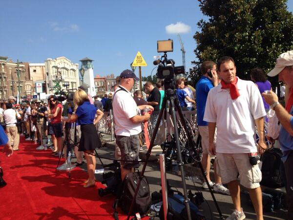 About 100 #media folks out @UniversalORL for #Transformers opening pic.twitter.com/Pp5dPN2uVF