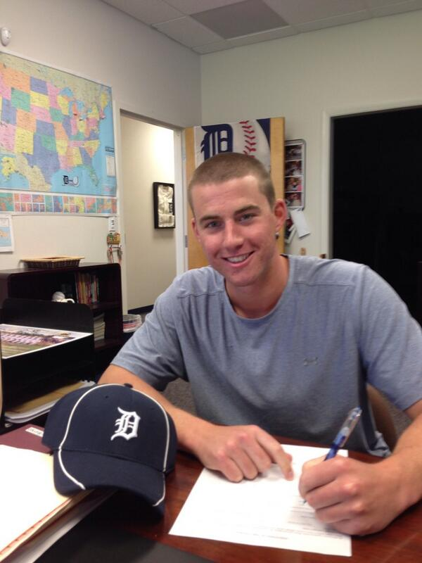 Officially a member of the Detroit Tigers! Excited to be a part of this organization! pic.twitter.com/CgGNklbPHU