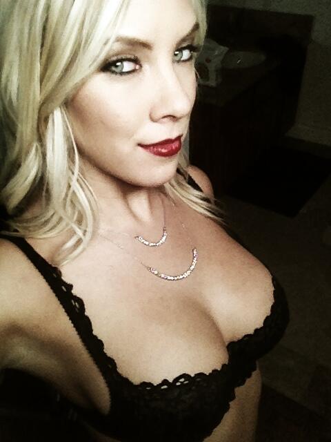 Red lips http://t.co/j1usjDTO4A