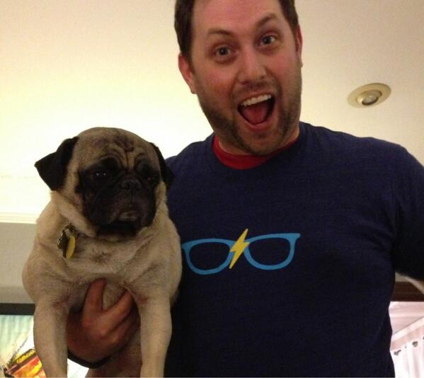 Mugsy loves the new @emmaemail tshirt from @HOWdesignlive pic.twitter.com/7zPu2FZNDE