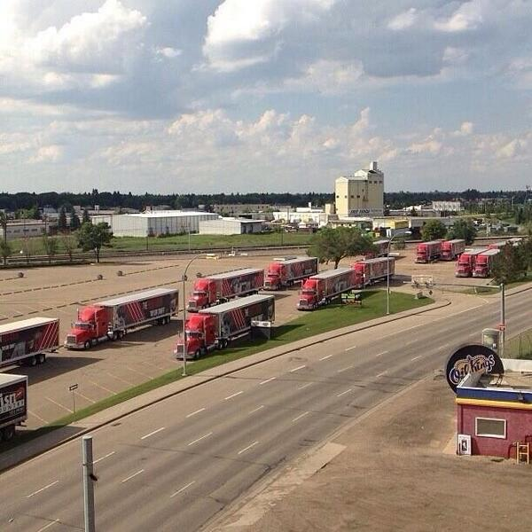 Taylor Swift News On Twitter The Red Tour Buses Have Arrived In Edmonton Rededmonton Http T Co 6oyqstab3a