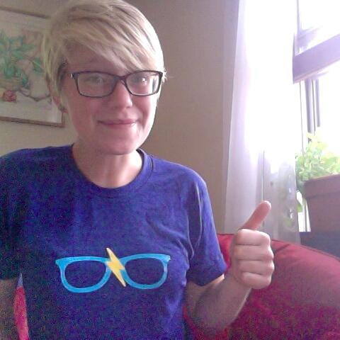 @emmaemail Lovin' the emma shirt in MPLS mn pic.twitter.com/rf42VExrMV