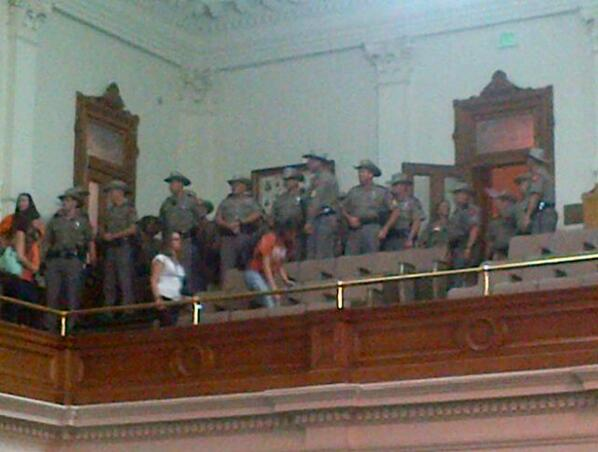 Wow. A whole squad of DPS just walked. #sb5 #txlege pic.twitter.com/HgpzVxAAsl