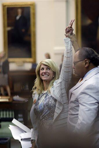 Wendy Davis, victorious #StandWithWendy (AP Photo/Eric Gay) pic.twitter.com/mAoagddb59
