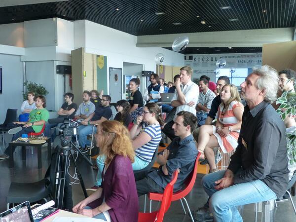 L'auditoire attentif lors de cette restitution des équipes ! #ecocrea #fablab pic.twitter.com/1Hh9zDfHKL