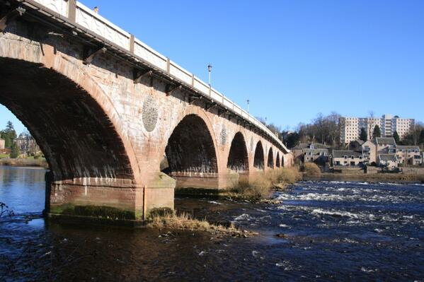 "A1 ""The Tay The Tay the Silvery Tay, flows between Perth & Dundee every day"" McConagle #Scotlandhour pic.twitter.com/reuMuNxhXc via @scotguide"