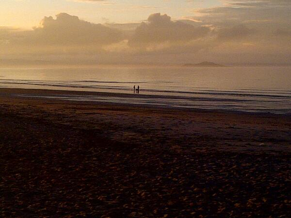 Q1 Have to start close to home - at Edinburgh's beach - #Portobello. #ScotlandHour pic.twitter.com/vrNhcyGR3P