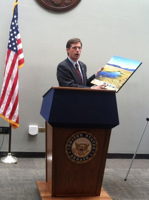 #GOAmericaWeek championship award to @MartinHeinrich for protecting #RioGrandedelNorte & NM lands & waters! pic.twitter.com/KVG2tIOGkh