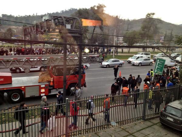 Todos evacuados y caos en #CostaneraCenter @Emol @TVN pic.twitter.com/ShKPQhiBjX