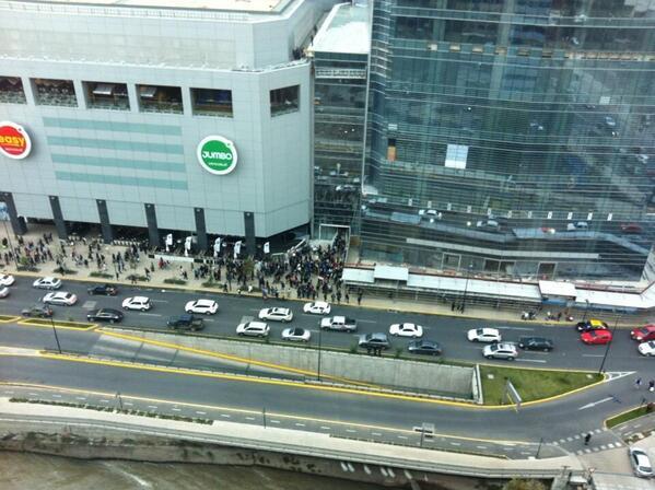 CBS procede a evacuar Costanera Center (imagen @PilarCoronado74 ) pic.twitter.com/eb3agitR4T
