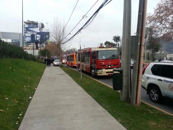 Material Mayor del CBS en incendio en edificio de @CostaneraCenter pic.twitter.com/x0ZNb8saK5