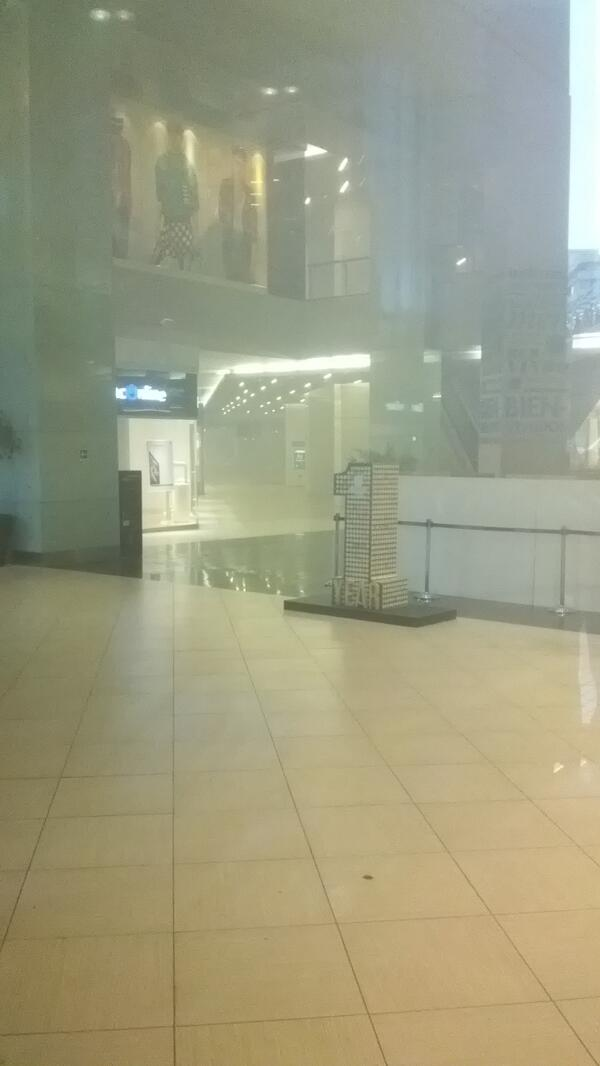 Incendio en Costanera Center todo el mall evacuado.#AdiosCostanera pic.twitter.com/yc2N2InWck