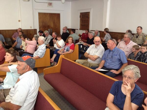 It's pretty full here in the old courtroom in Christian County for a property rights meeting. pic.twitter.com/LchoA3Rywo