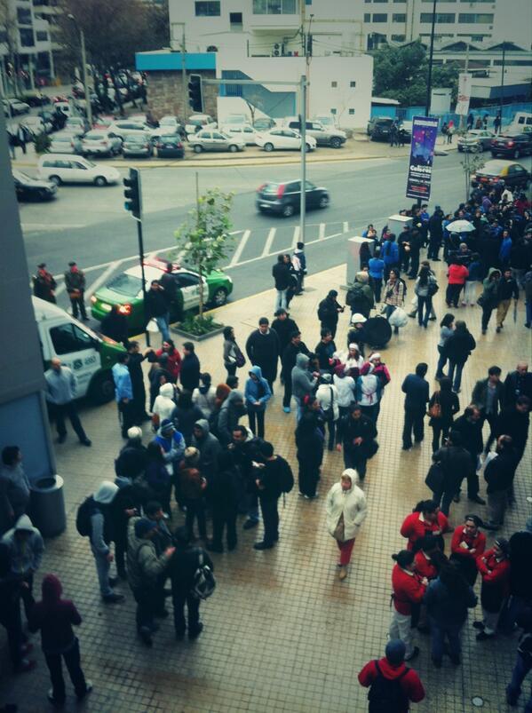 Costanera evacuado por incendio de auto pic.twitter.com/MEhKIBGY2E