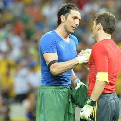 Casillas waited for Buffon instead of celebrating after Spain beat Italy on penalties [pictures]