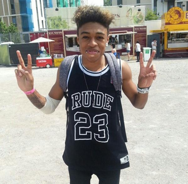 "The chap looks polite enough to us... ""@WirelessFest: Look who we found living it up at Yahoo! #Wireless: @Mazzi_Maz http://t.co/HSQoct5DVq"""