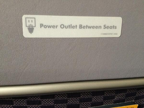 Micah Rosenbloom On Twitter United Power Outlets Not Working On Delayed B737 Flight Http T Co Iardkpjtep