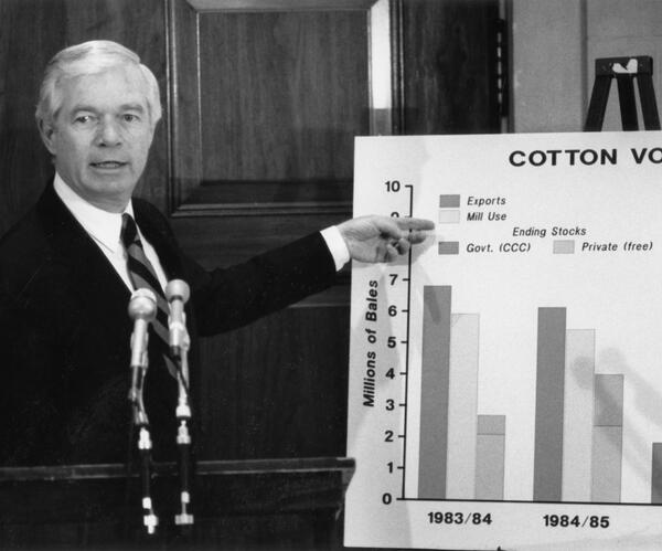 #TBT #Agriculture news conference, 1987-88. Look forward to the Senate & House working to finish a 2013 #FarmBill. http://pic.twitter.com/YGhTgmwzuM