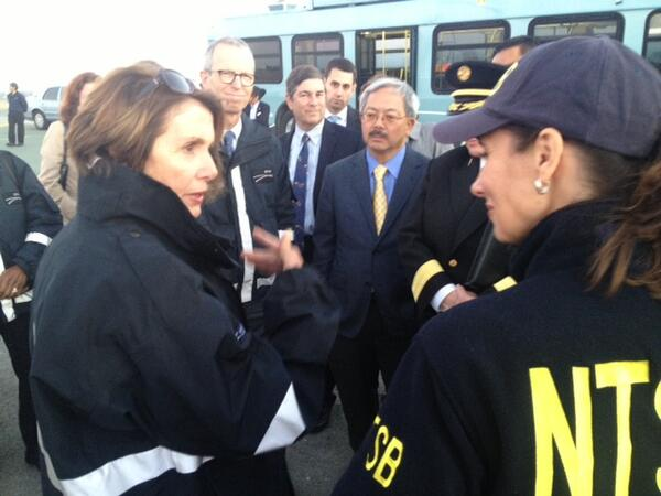 Joined @NTSB, @RepSpeier, and @mayoredlee at Asiana crash site to remember those lost & thank the brave responders: http://pic.twitter.com/WEDKily4XF