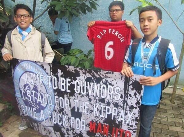 A picture of foreign Man City fans trolling United with an R.I.P Fergie shirt goes viral