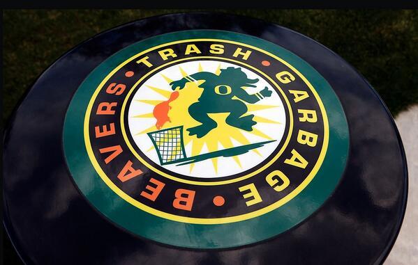 "Oregon's Autzen complex now has trash cans that say: ""Trash. Garbage. Beavers""  (photo: @ChrisPietsch) http://t.co/NSb3x4Sjmu"
