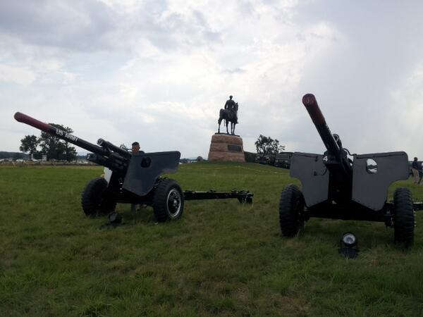 "Artillery from the @US_ARMY 's ""Old Guard"" on the battlefield for tonight's ceremony #gburg150 pic.twitter.com/BjtTEzl9uJ"