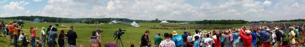 Pickett's Charge at the Blue Gray reenactment at #gburg150 pic.twitter.com/mRrAfpP7Jw