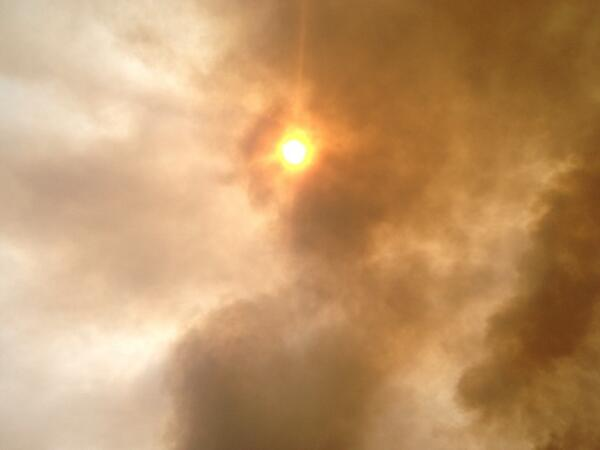 Thick smoke from Yarnell Hill Fire about to cover sun. pic.twitter.com/JAcXet1S7S